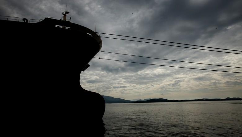 Fila de navios para embarcar açúcar aumenta de 34 para 38 na semana